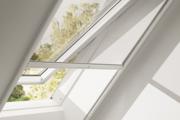 U střešních oken oceníte novou síť proti hmyzu VELUX, která je tak nenápadná, že ji téměř nevidíte.