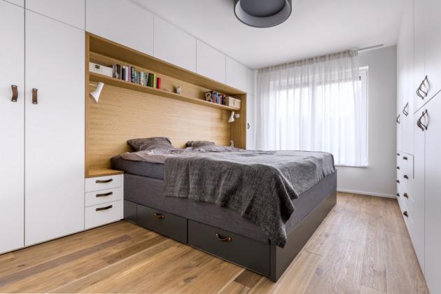 Úložné prostory najdete v bytě snad úplně všude.