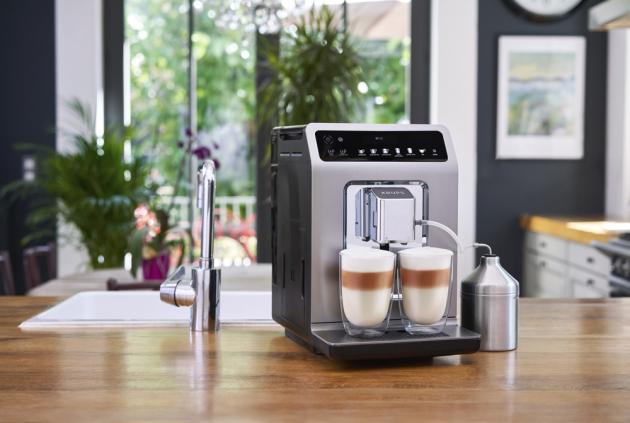 Automatický kávovar Evidence Plus (Krups), 19 druhů nápojů stiskem jednoho tlačítka, cena 21 900 Kč, www.krups.cz