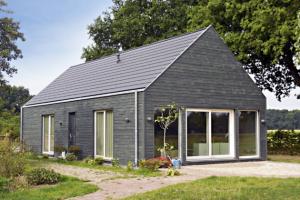 Atypický montovaný dům postavený společností RD Rýmařov v Belgii. postavený na bázi lehké prefabrikace dřeva, s nosnou konstrukcí z kvalitního smrkového dřeva, www.rdrymarov.cz