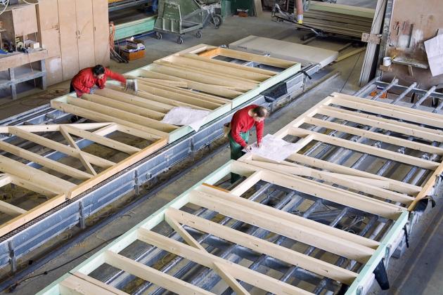Stěny na obrázku budou po sestavení rámu a hranolů a vytvoření instalačních prostupů naplněny izolací, uzavřeny fóliemi a zaklopeny deskovým materiálem