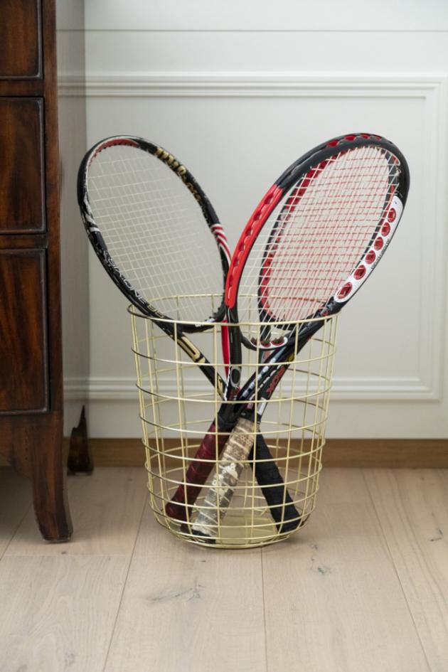 Tenis je vášeň, která se na mě přenesla z mého otce, který byl skutečně skvělý hráč. Myslela jsem si, že si přivezu některé jeho rakety do Milána, ale protože byly příliš těžké na to, aby se daly použít, rozhodla jsem se, že z nich udělám dekorace.