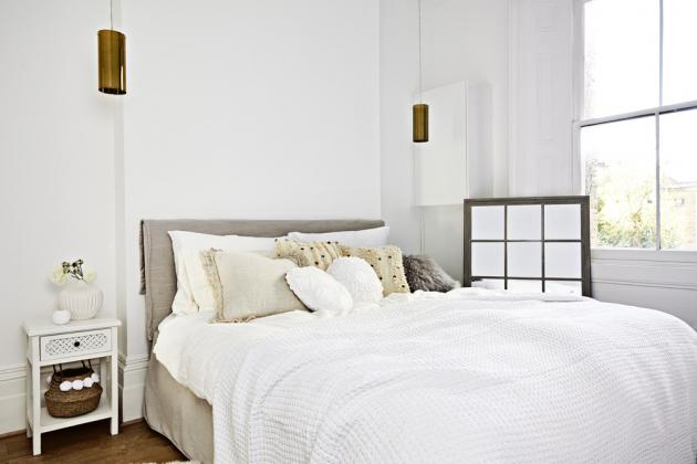 Stejně útulným místem je i bílá ložnice. Inspirací byl v tomto případě butikový hotel v mexickém Tulumu, který Leonie navštívila.