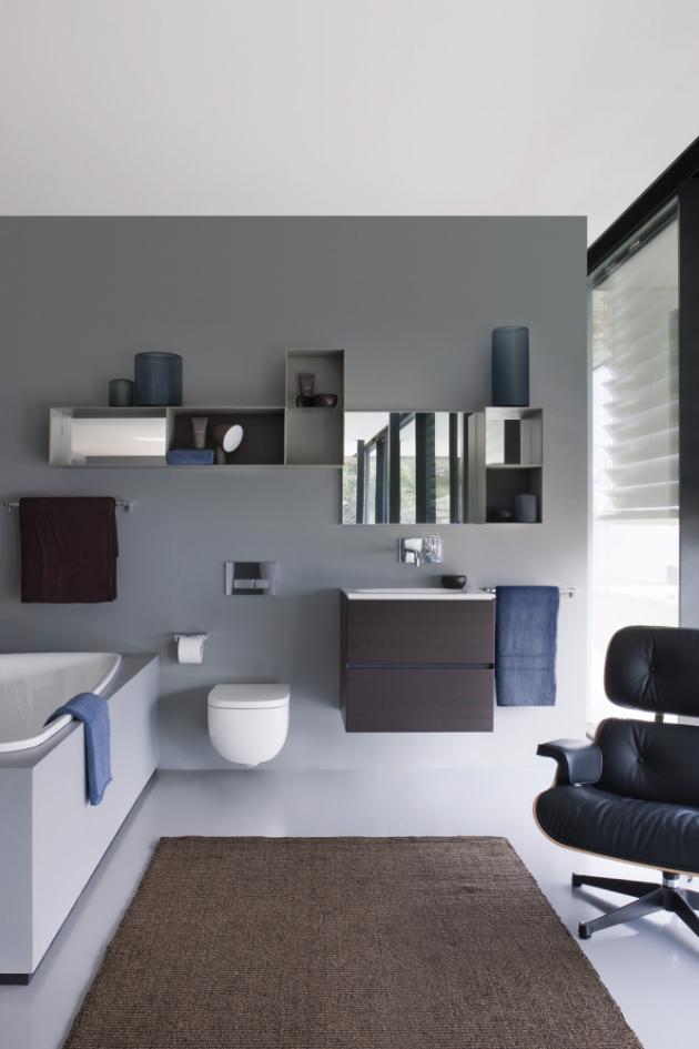 Designová kolekce koupelnového nábytku a sanitární keramiky Palomba (Laufen), cena závěsného klozetu 13 444 Kč, asymetrická vana, 180 × 90 cm, cena 27 346 Kč, www.siko.cz