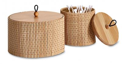 K ukládání šperků či koupelnových drobností se hodí bambusové dózy, 12 × 7 a 8 × 7 cm, 2 ks, cena 249 Kč, www.tchibo.cz