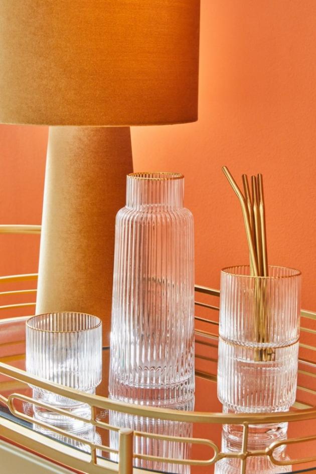 kolekce Capsule, s nepravidelnými barevnými odstíny, září vlastním světlem, jako malé umělecké dílo