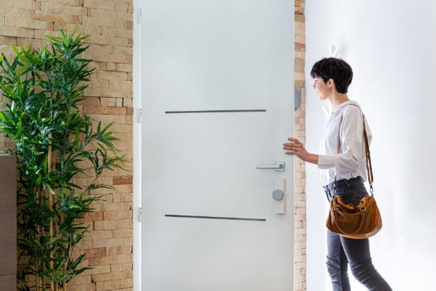 Somfy Door Keeper promění obyčejný zámek v chytrého pomocníka, který zvýší vaše bezpečí a přinese více pohodlí i svobody.