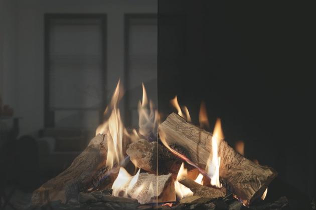 Antireflexní sklo umožňuje jasný pohled do ohně krbu KINGFIRE GAS