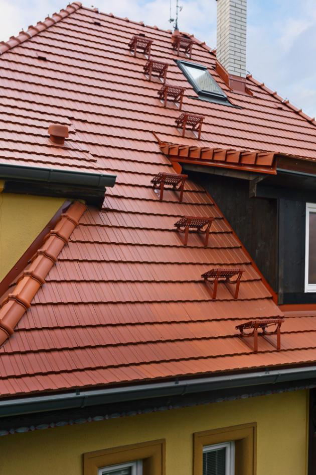 Součástí střešního systému Tondach je vedle mnoha doplňků i pochůzný systém, www.wienerberger.cz