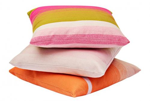 Dekorační polštáře z kolekce Colour (Hay), merino vlna / peří, 50 × 50 cm, cena 2 390 Kč, www.designville.cz