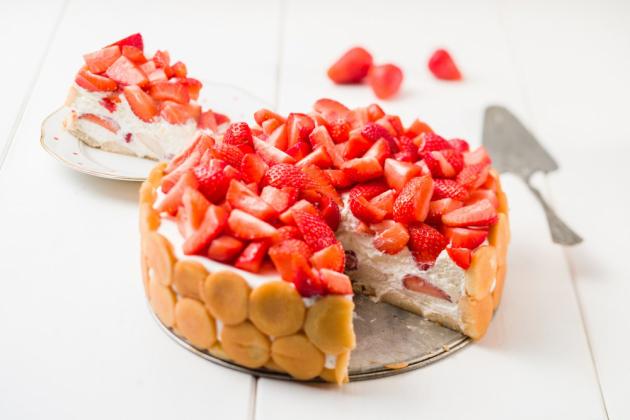 Chlazený smetanový dort s ovocem