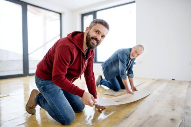 Výběr podlahy může být pro mnohé oříšek, protože existuje hned několik variant výběru. Dnes je nabídka obchodníků pestrá, proto byste se měli dozvědět o jednotlivých typech podlahy více. Nejedná se totiž o investici, kterou byste realizovali každý rok.