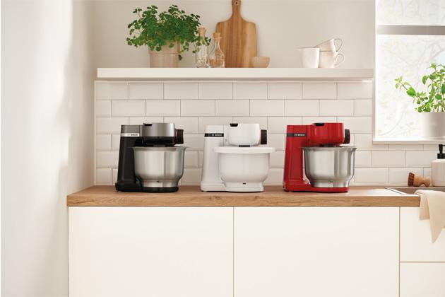 Robot Bosch MUM Serie   2 je všestranným a prostorově nenáročným pomocníkem, který najde své místo i vté nejmenší kuchyni.